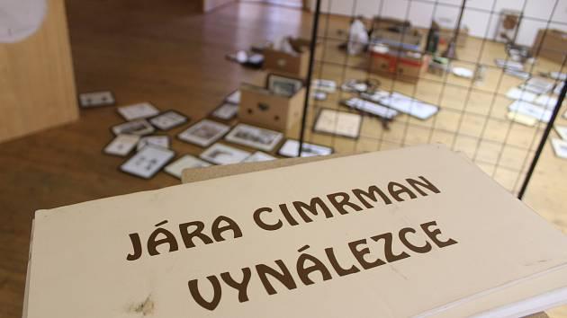 Výstava Půlstoletí s Cimrmanem.