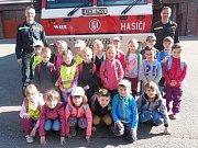 Děti z mateřinky na Hradišti navštívily hasiče.