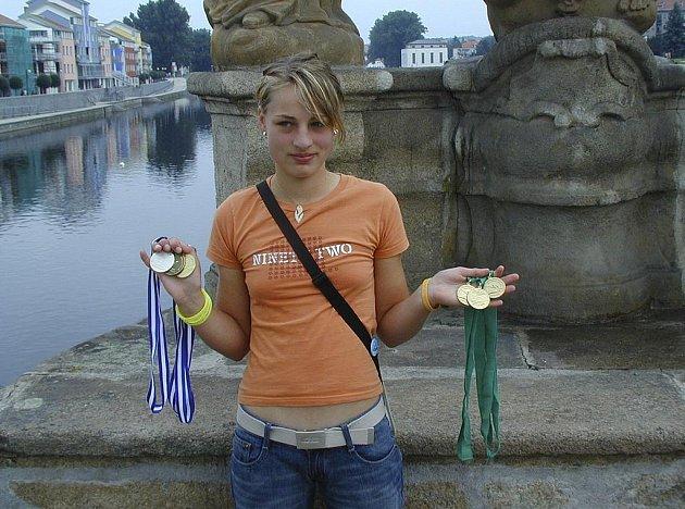 Na snímku je Anna Zástěrová ještě v době, kdy vozila medaile ze světových a evropských šampionátů v juniorské kategorii.