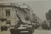 Sovětské tanky na Mírovém náměstí v Písku.