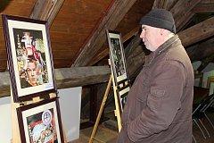 Výstava v protivínské Kaplance. Na snímku je Radim Uhlíř.