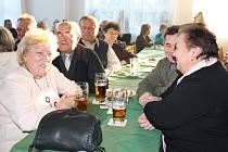 Setkání, na kterém hrála kapela Malá muzika Nauše Pepíka.