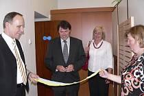 Starosta Písku Miroslav Sládek v úterý dopoledne slavnostně otevřel  novou recepci v budově MÚ v Budovcově ulici.