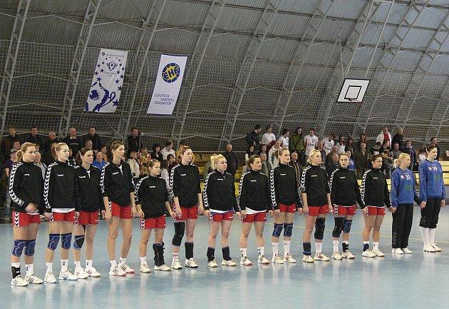 Interligové házenkářky HK Štart Trenčín (na snímku) si z Písku odvezly dva body za výhru 32:25.