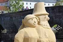 Sochy z písku na motivy kreseb Radka Pilaře.