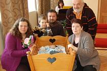 ŠIMON HRUŠKA s rodiči Kristýnou a Janem, bratrem Kryštofem a prarodiči.