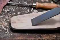 Práce se dřevem patřila vždy k základním dovednostem na vesnicích.