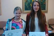 Johana Seidlová z Protivína (vlevo) a Eliška Rubešová z Borečnice uspěly v soutěži jihočeských talentů. Obě chodí na Základní školu E. Beneše v Písku.