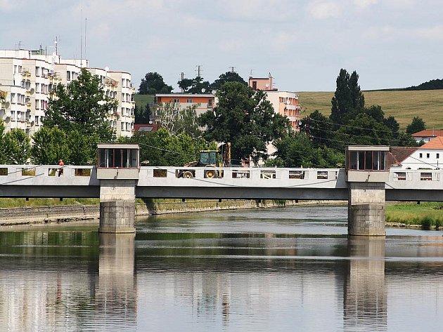 Oprava Nového mostu se blíží ke konci.