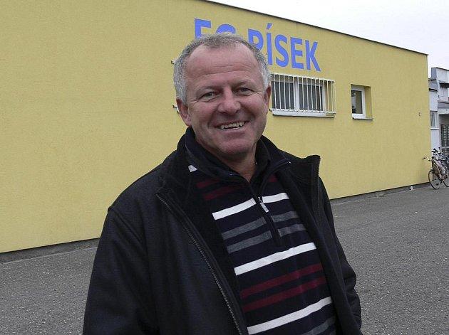 Generální manažer fotbalového Baníku Ostrava Werner Lička při rozhovoru pro Deník po třetiligovém zápase FC Písek - FK Kunice (0:2).