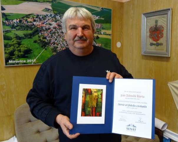 Starosta Mirovic Zdeněk Bárta dostal letos za svou dlouholetou práci pro město ocenění vSenátu.