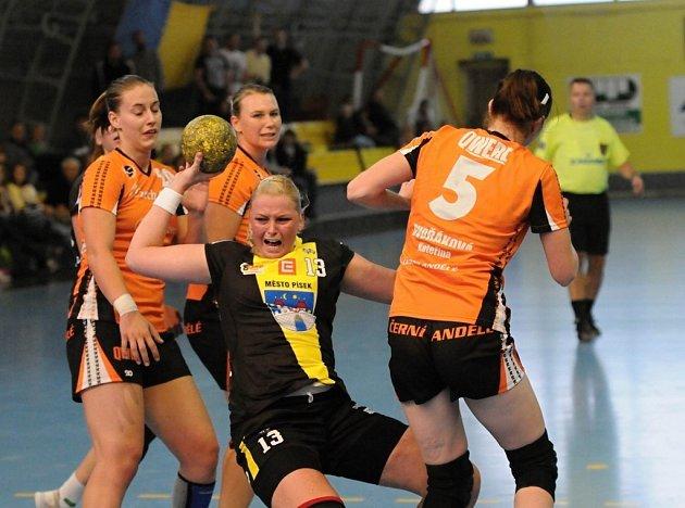 Písecká hráčka Lucie Vyhnalová zaznamenala v Michalovcích tři góly.