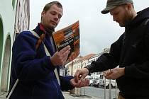Nevidomý kamelot časopisu Srdce - Milchal Simon z Olomouce prodával také na Velkém náměstí v Písku.