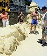 Pohádkové sochy z Písku prý letos nevydržely tak dlouho i kvůli tomu, že nebyly tak monumentální, a tudíž více dostupné vandalům i dětem.
