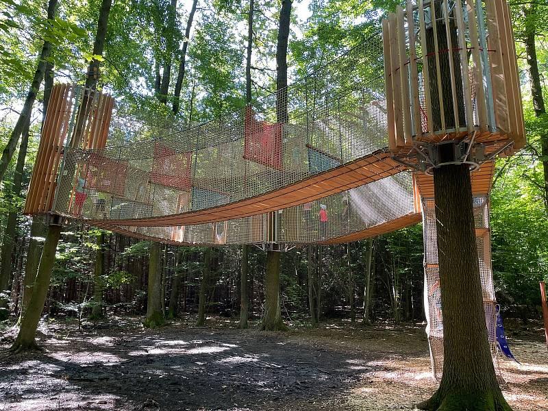 Nové 3D bludiště a lanové lesní hřiště na Živci.