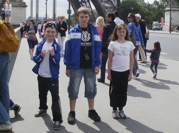 Na snímku z Paříže jsou milevští závodníci (zleva) Ondra Polanecký, Adam Flemr a Hanka Lípová.