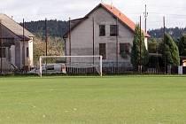 V čase výkopu utkání okresního přeboru Záhoří - Bernartice B na trávníku nikdo nebyl.
