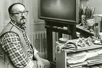 Jaroslav Papoušek sochař, malíř, karikaturista, prozaik, scenárista a režisér.