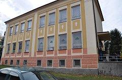 Ilustrační foto staré školy v Záhoří.