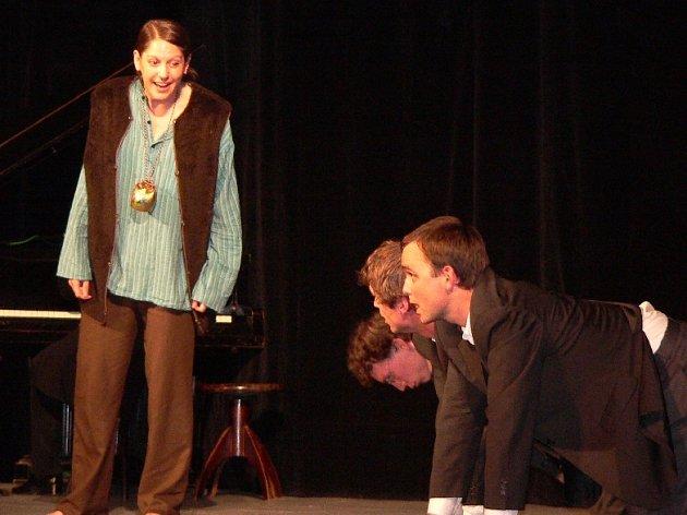 Divadelní přehlídka. S velkým ohlasem publika na Šrámkově Písku se setkalo  představení Produkt v podání herců pražského divadla Krvik Totr.