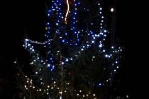 Rozsvícení vánočního stromu v Ražicích.