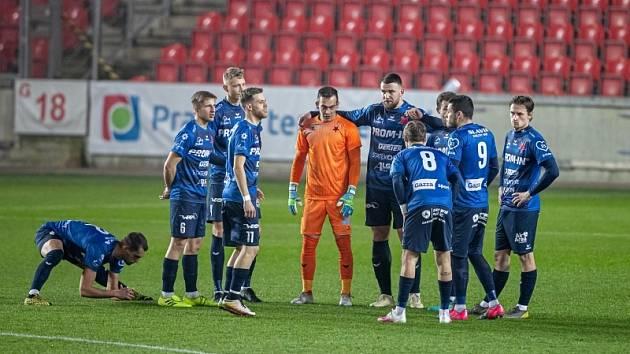Hráči FC Slavia Karlovy Vary (já se protahuju)