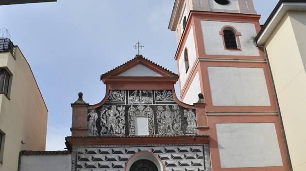 PAMÁTKA. Klášterní kostel Povýšení sv. Kříže  na Velkém náměstí v Písku.