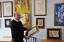 Akademický malíř Dalibor Říhánek ve svém píseckém ateliéru.