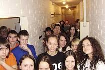 Zipáci v zákulisí pražského divadla Milenium.