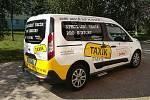 Taxík Maxík sveze seniory na výlet do Píseckých hor.