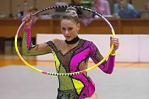 Na snímku je písecká gymnastka Lada Karlová při cvičení s obručí.