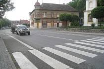 MAXIMÁLNÍ OPATRNOST. V Bernarticích je pět přechodů, ani nejen podle dopravní policie nesplňuje normy.