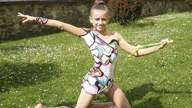 Na snímku je Natálie Křížová (RG Proactive Milevsko), která na pohárovém závodě moderních gymnastek v Táboře vyhrála čtvrtou kategorii.