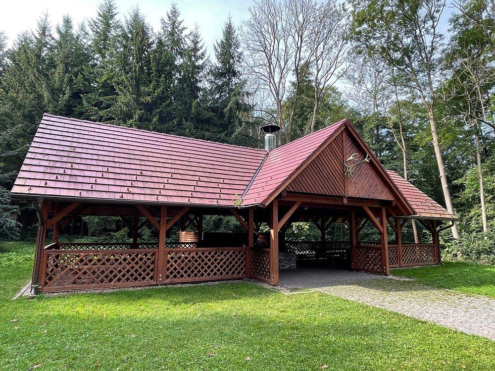 Nově opravená chata Živec bude od 1. ledna příštího roku k dispozici novému provozovateli.