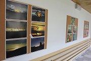 Výstava fotografií žáka 9. třídy Václava Ptáčka v kovářovské škole