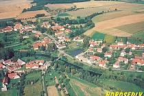 Pohlednice s leteckým snímkem Horosedel.