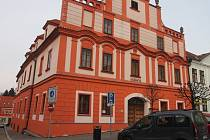 V budově Městské knihovny v Písku je od závěru uplynulého roku umístěna semínkovna.