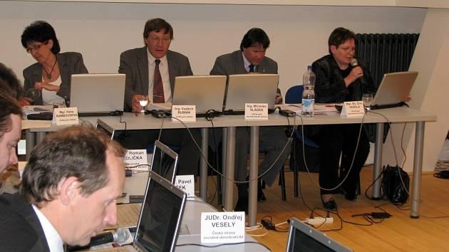 Z posledního jednání píseckého zastupitelstva (20.3.2008), kde se projednávaly také granty na podporu kultury města Písku.
