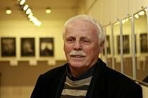 Petr Brukner na výstavě v písecké Sladovně.