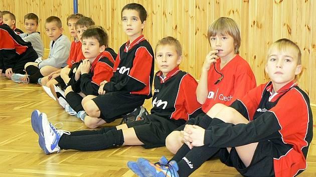Malí fotbalisté a házenkářky ze ZŠ E. Beneše