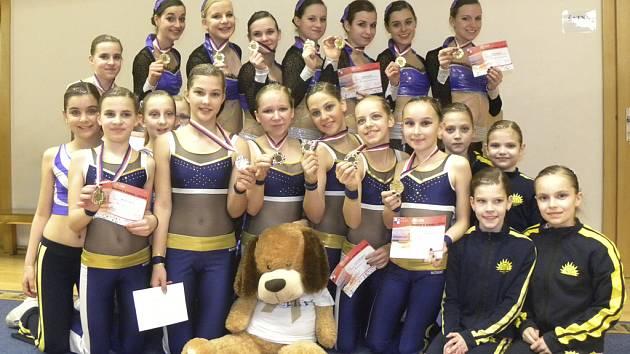 Členky klubu AC Sole Písek získaly na závodech sportovního aerobiku ve fitness týmech v Praze jedno první a jedno druhé místo.
