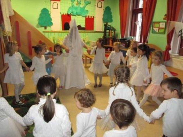Mateřinku v Čížové navštívila Sněhová královna.