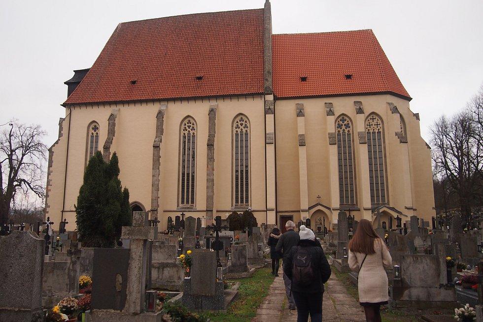 Představení publikace Jihočeské kláštery a klášterní stavby a prohlídka milevského kláštera.