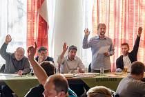 Členská volební schůze hokejového klubu IHC Písek z 28. března.