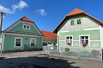 Bývalý statek, kde sídlí hrejkovická radnice, ale i obecní penzion.