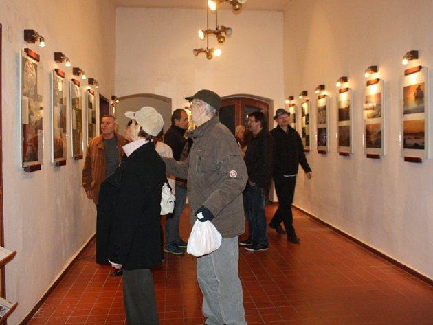 Vernisáž výstavy fotoklubu Cvakycvak.