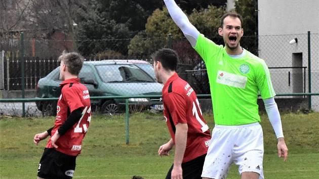DERBY. Fotbalisté Čížové porazili v divizi béčko Táborska 5:1.