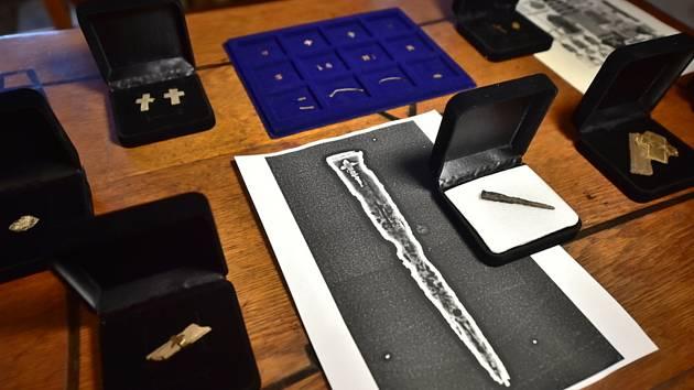 Relikvie - hřeb z Pravého kříže - V milevském klášteře na Písecku byl představen 21. prosince 2020 výjimečný archeologický objev, jedna z nejvzácnějších křesťanských relikvií, schránka s odseknutou částí hřebu z Pravého kříže.