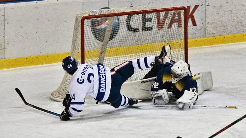 II. liga ledního hokeje: IHC Písek - HC Tábor 2:8.