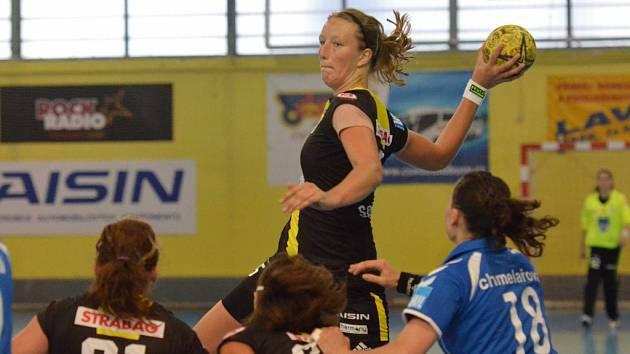 S osmi brankami byla Michaela Součková (na snímku) nejlepší střelkyní Písku v interligovém utkání házenkářek s Olomoucí, ve kterém Jihočešky prohrály 23:24.